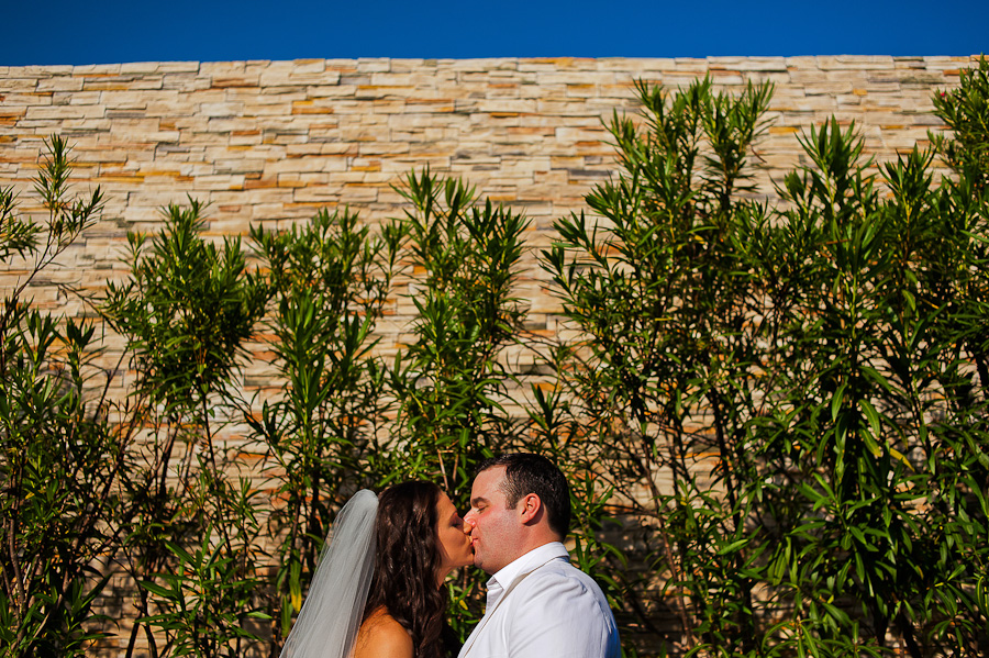Bride and groom kissing, wedding Rosewood in Mayakoba