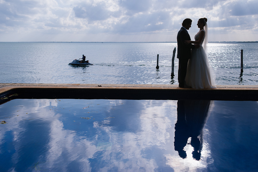 Bride and groom portrait reflection pool Cancun Mexico Wedding  SC-Boda-Cancun-045