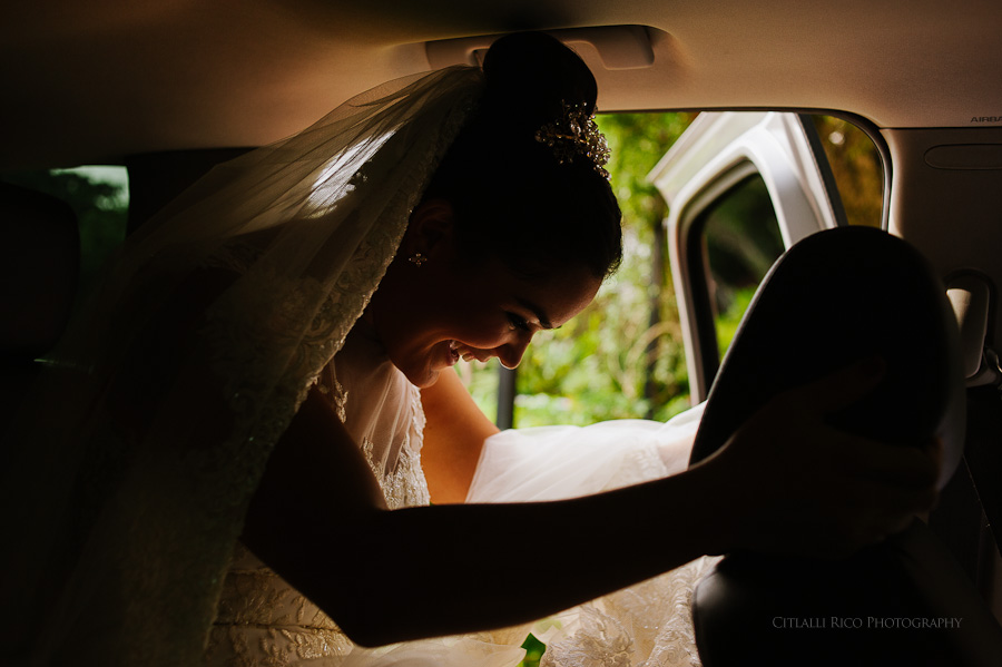 Bride getting in the car in Merida