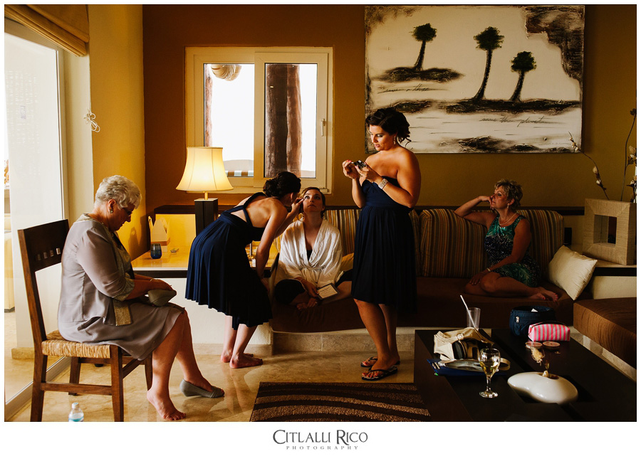 Bride getting ready in Villa Carola, Bahia Petempich
