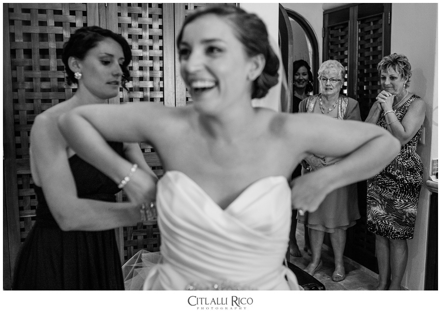 Bride-Getting-Readdy-Fun-TG-Villa-Carola-Riviera-Maya-Mexico