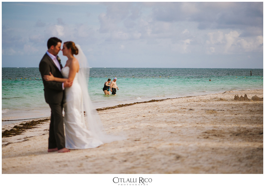 Bride-and-groom-funny-portraits-TG-Villa-Carola-Riviera-Maya-Mexico