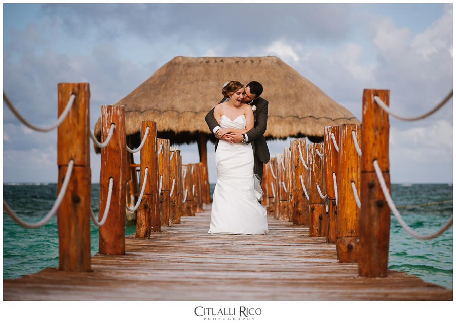 Bride-and-groom-portraits-kissing-TG-Villa-Carola-Riviera-Maya-Mexico