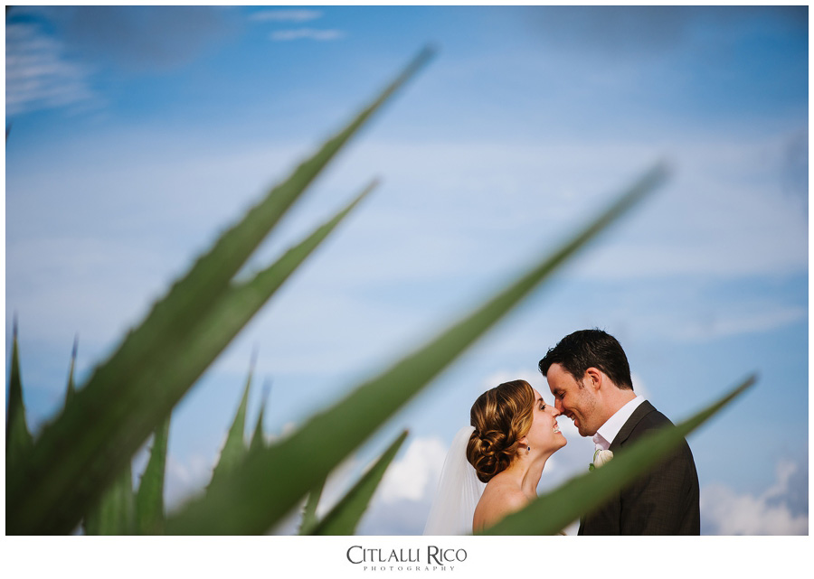 Bride-and-Groom-Eskimal-Kiss-TG-Villa-Carola-Riviera-Maya-Mexico