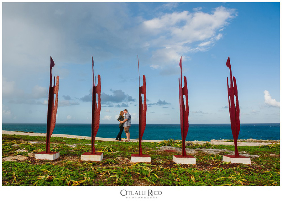 Punta Sur sculptures in Punta Sur, Isla Mujeres framing a couple