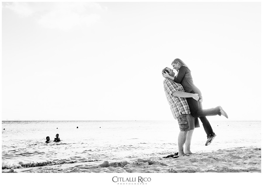 Couple playing on the beach black and white portraits