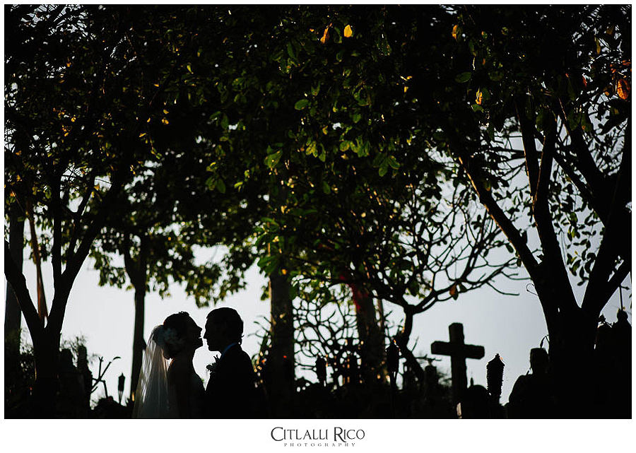 MJ-Bride-and-groom-Cementery-portrait-Xcaret-Wedding-019