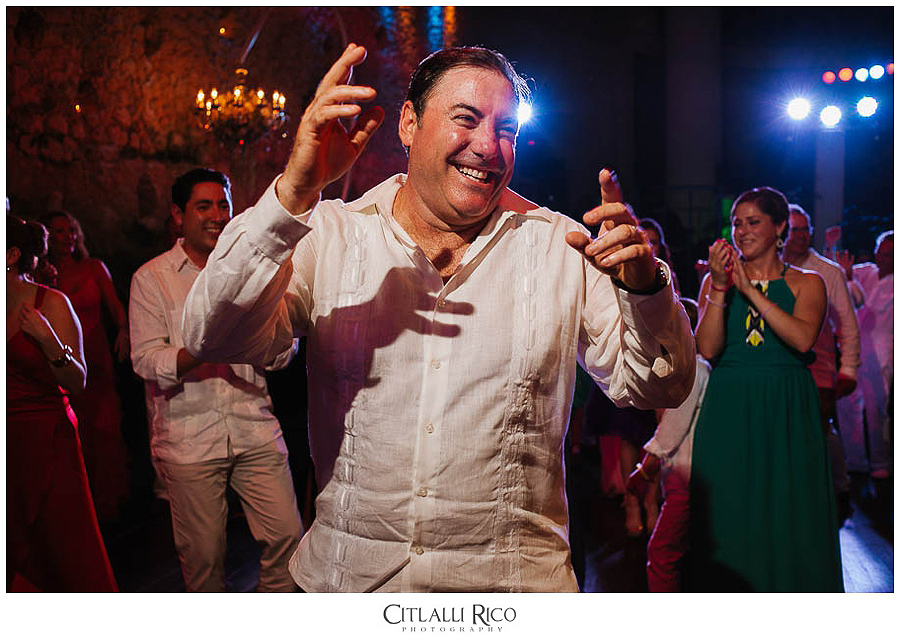 brides-dad-dancing-MJ-Xcaret-Wedding-034