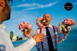Best Man holding bouquetes at a wedding in Hotel Nizuc in Cancun
