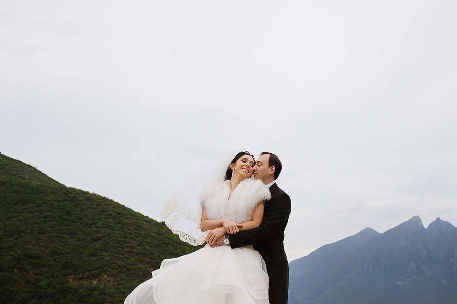 Monterrey Wedding Photographer Fotografía de boda en Monterrey Wedding Photographer in Monterrey Hotel Ancira Bride and groom holding each other infront of the Cerro de la Silla