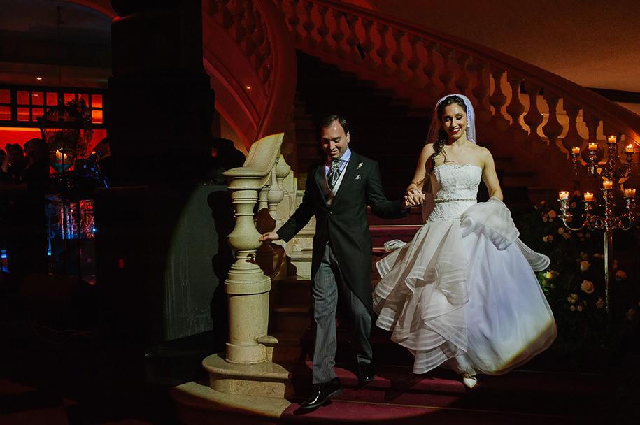 Big entrance by bride and groom at the Gran Hotel Ancira reception