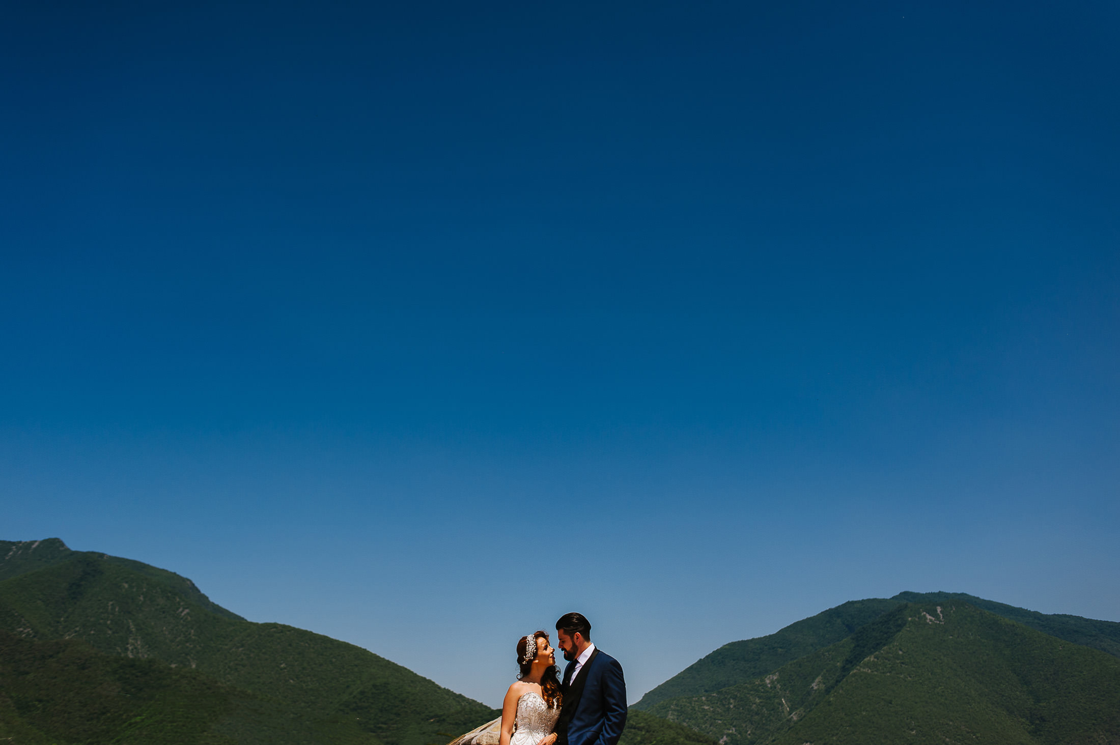 Bride & Groom posing with mountains in the back in Santiago Nuevo Leon