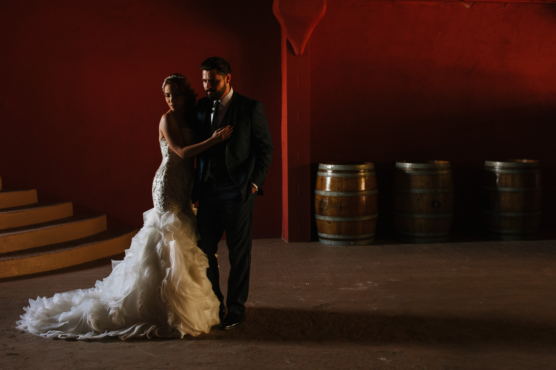 Bride & Groom portrait in Hacienda Antigua de Santiago