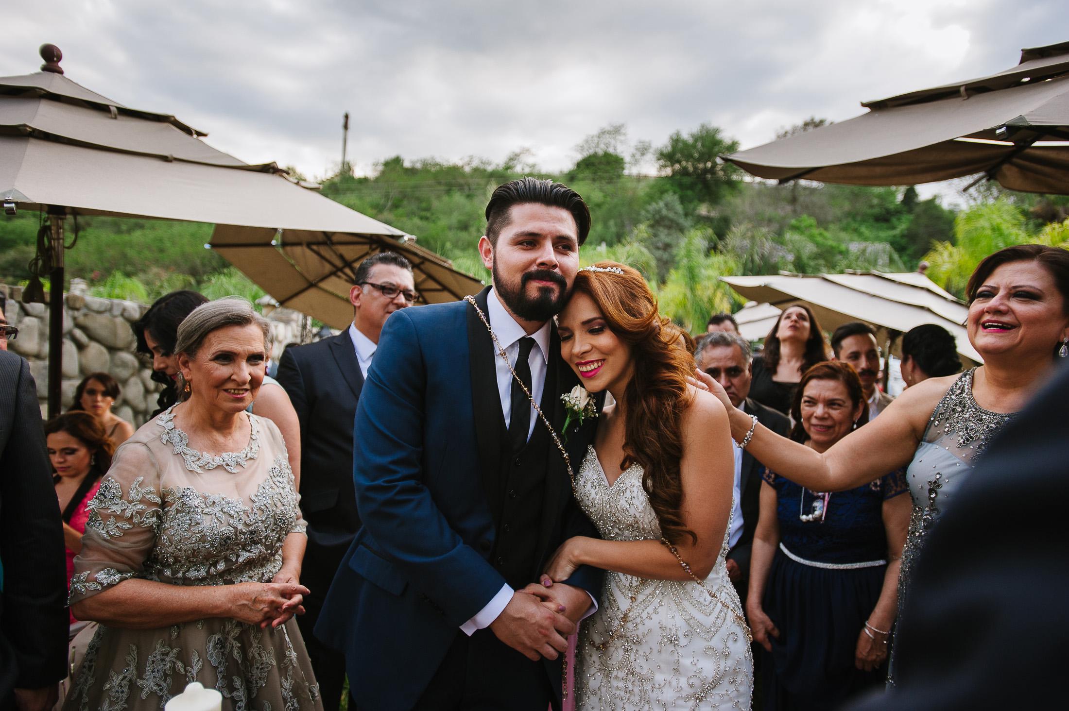 Emotional ceremony moment in Antigua Hacienda de Santiago