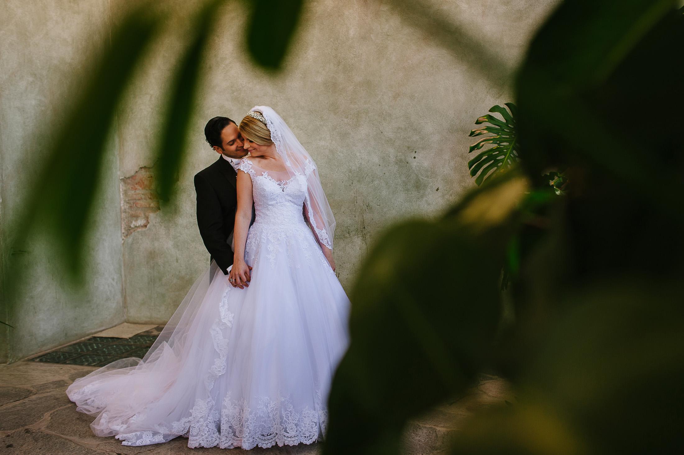 Bride and groom portraits in Instituro Allende