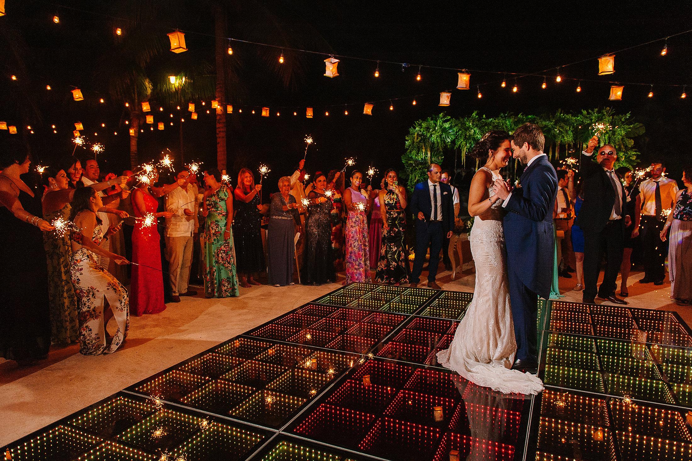 Frist dance string of lightbulbs beautiful decoration in Riviera maya