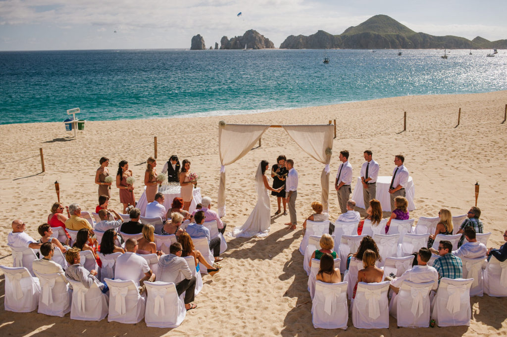 Beach wedding ceremony in Los Cabos