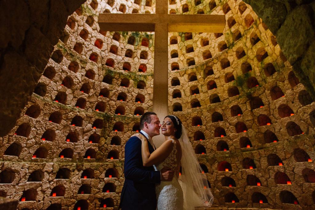 Xcaret Capilla de los Suspiros big cross bride and groom portrait