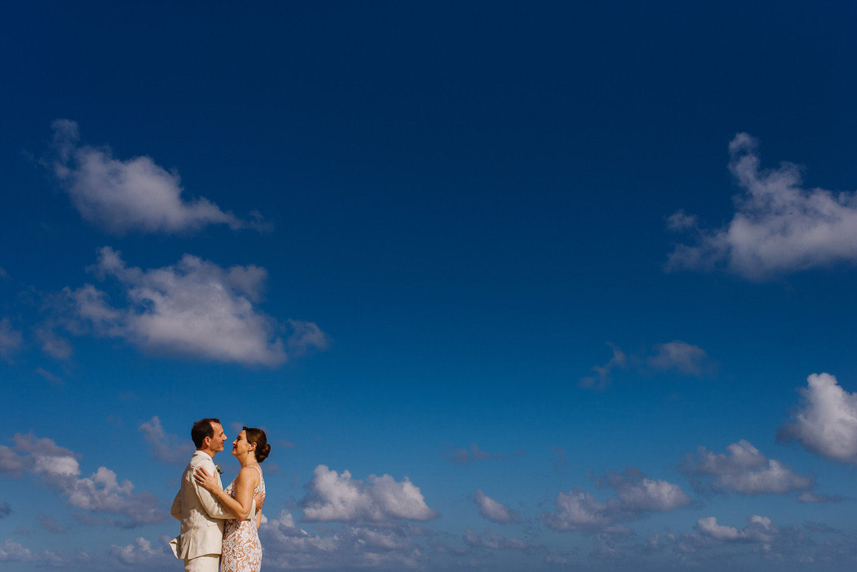 Blue sky portrait in Cancun, bride and groom